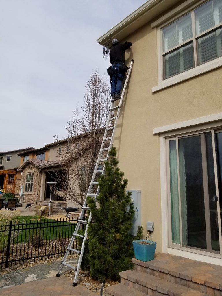 Installation of an outdoor hd tv antenna by freetvee